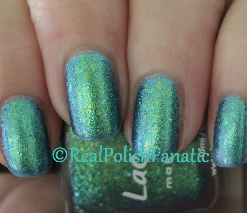 Lacquester Pornflakes Topcoat Northern Lights over Blackheart Beauty Blue Iridescent (13)
