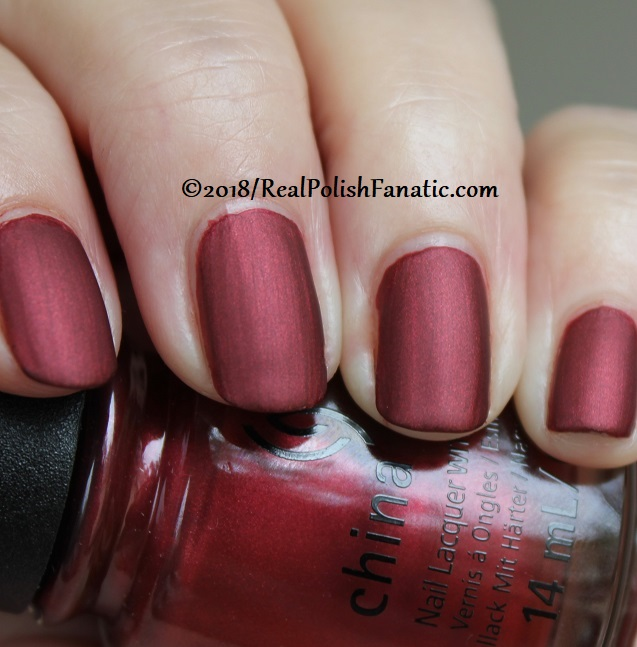 China Glaze - Haute Blooded -- Ready To Wear FW 18 Collection (7)