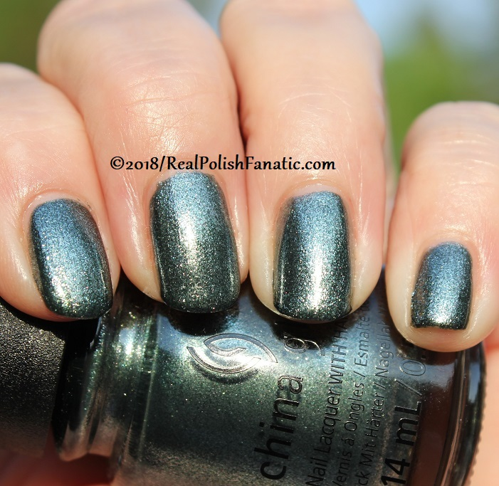 China Glaze - Vest Friends -- Ready To Wear FW 18 Collection (15)