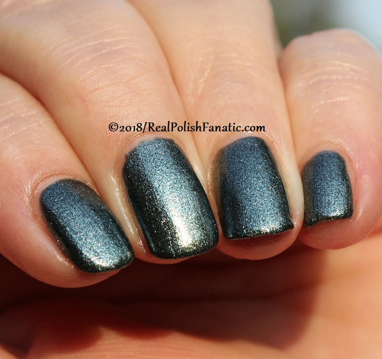 China Glaze - Vest Friends -- Ready To Wear FW 18 Collection (18)
