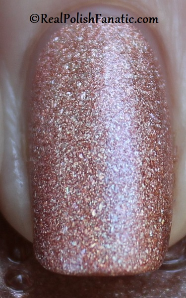 Essie - Gorge-ous Geodes 1567 - Gorgeous Geodes Collection June 2019 (11)