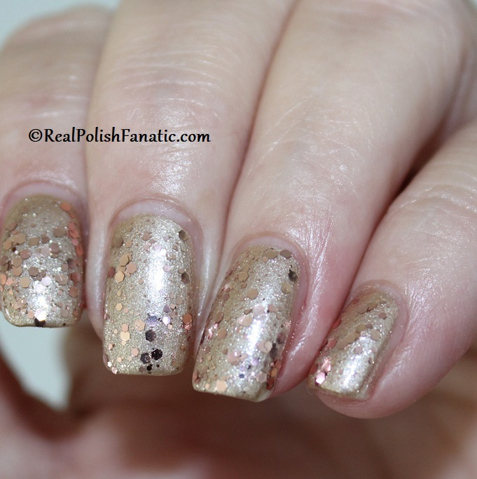OPI - Born to Sparkle over Many Celebrations to Go -- OPI Hello Kitty 2019 Holiday Collection - Glitter Trio (6)
