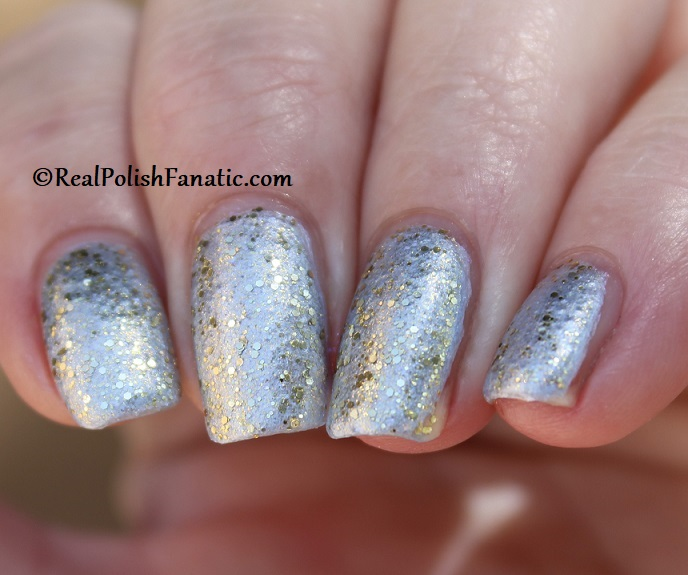 OPI - Glitter All the Way over Let Love Sparkle -- OPI Hello Kitty 2019 Holiday Collection - Glitter Trio (22)