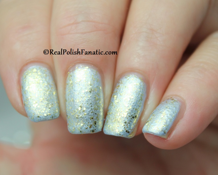 OPI - Glitter All the Way over Let Love Sparkle -- OPI Hello Kitty 2019 Holiday Collection - Glitter Trio (8)